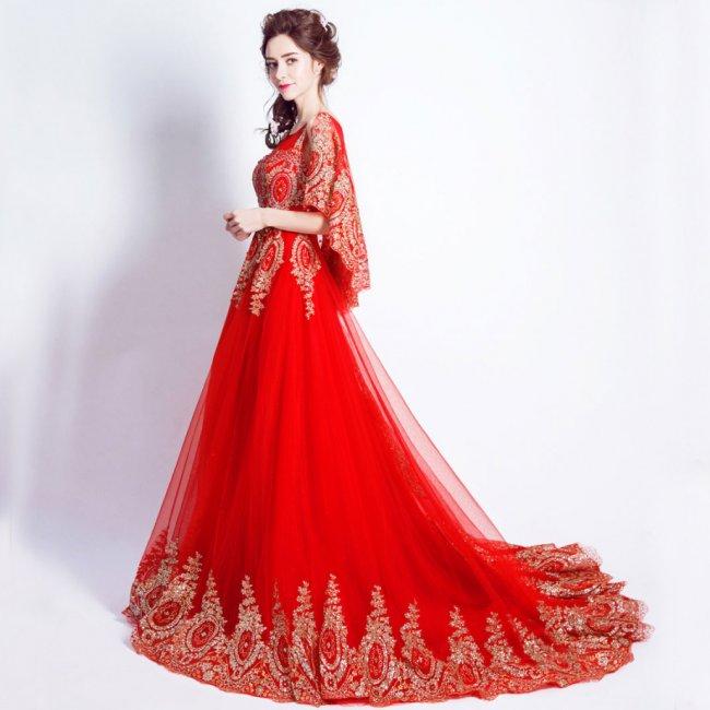 Красное свадебное платье с золотыми элементами