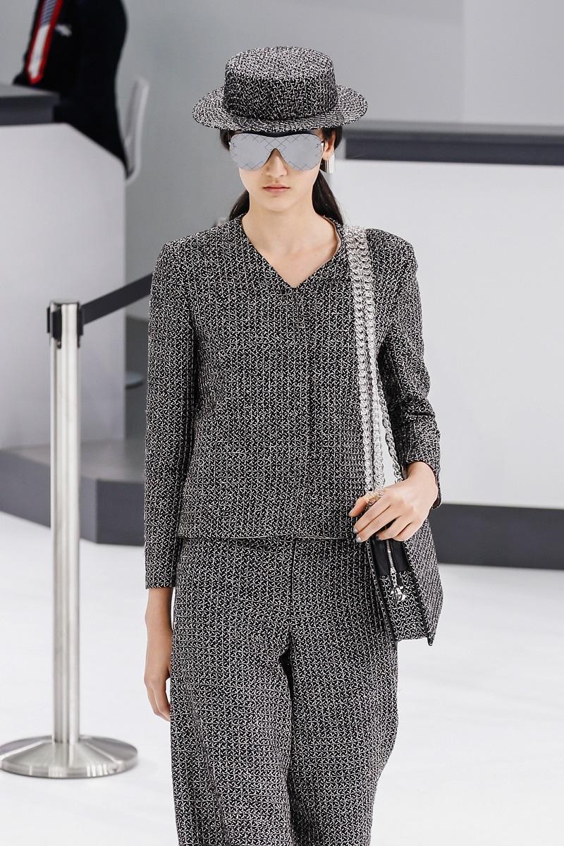 Женщина от Chanel: образы, которые советует модный дом в 2019 году. Новая серия элегантных костюмов.