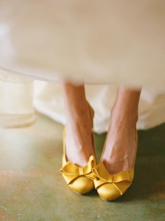 Желтые свадебные туфли