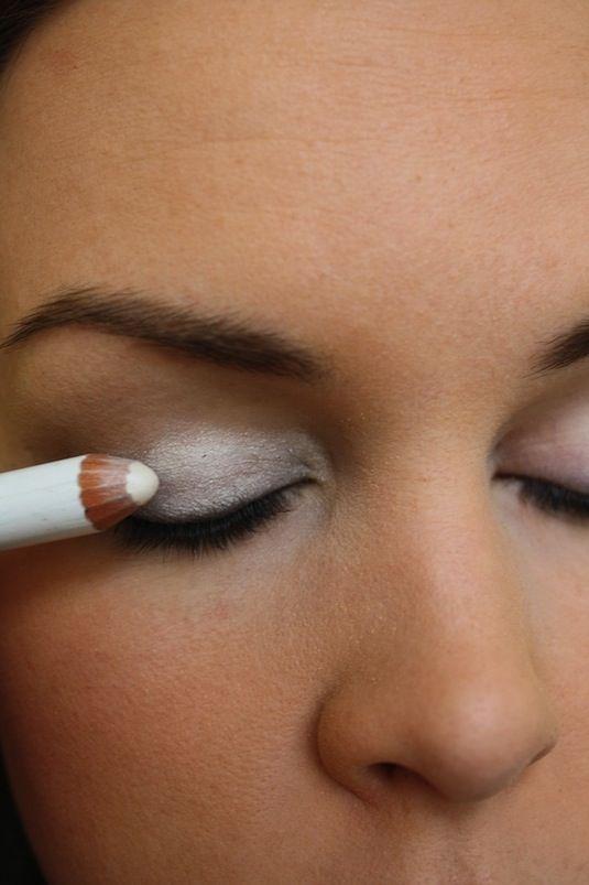 Хитрости макияжа - как сделать ярче тени для век