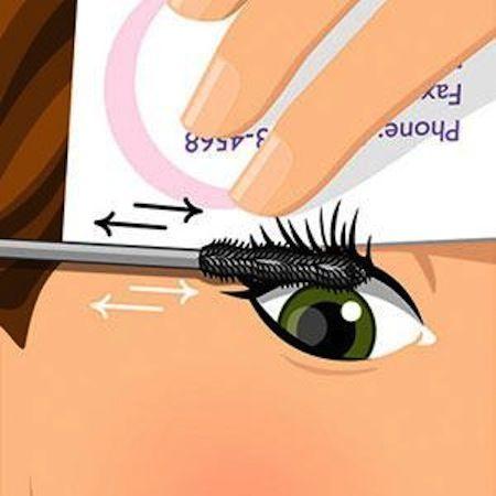 Хитрости макияжа - нанесение туши с помощью карточки