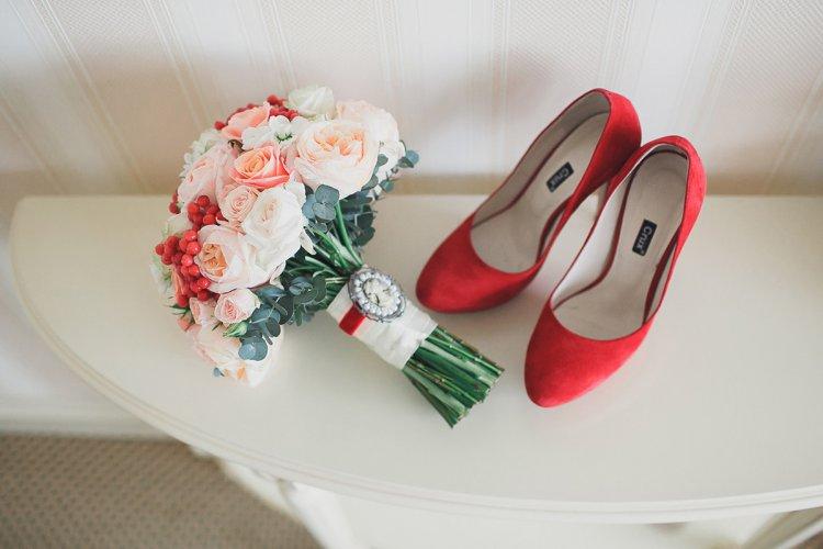 Красные туфли для невесты