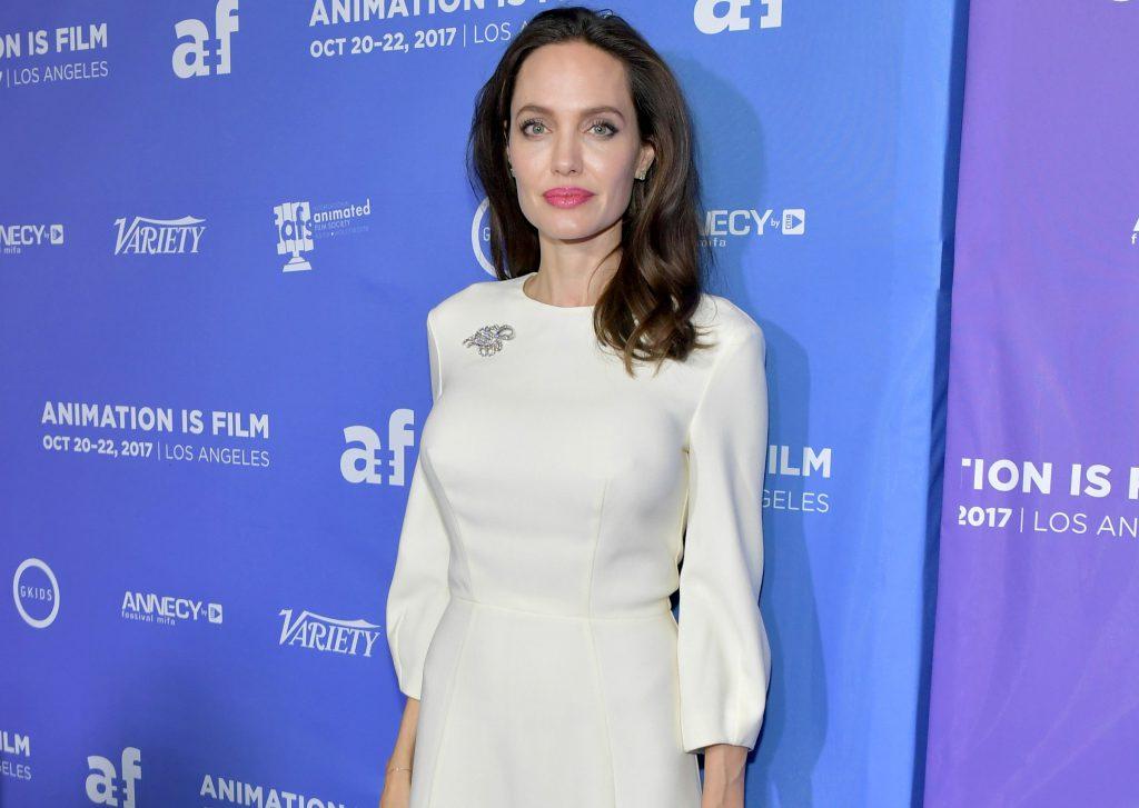 Анджелина Джоли в платье Ulyana Sergeenko