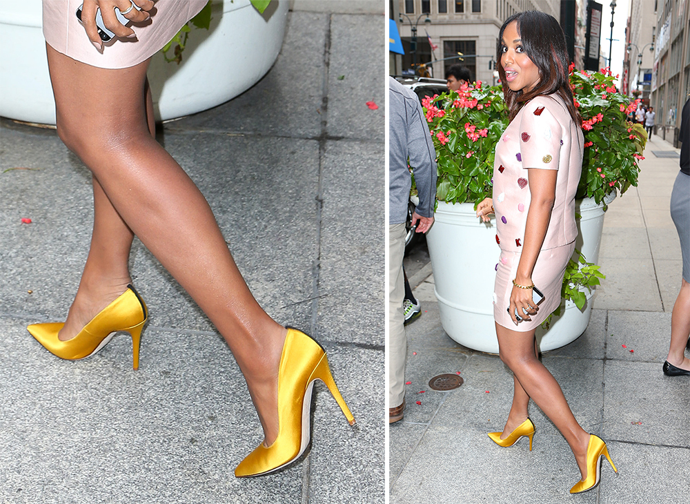Керри Вашингтон в почти золотых атласных туфлях