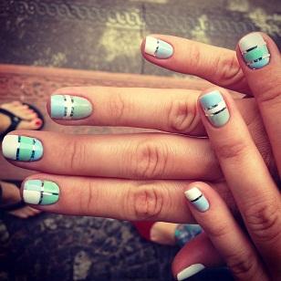 Дизайн ногтей с лентами