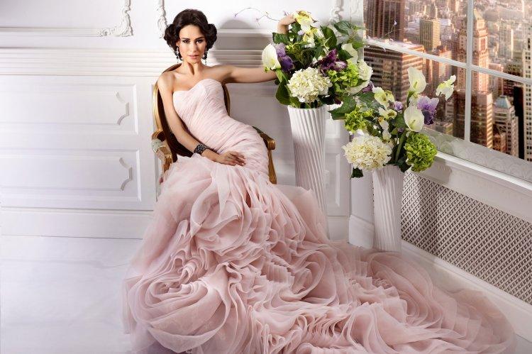 Розовое свадебное платье фасона русалка