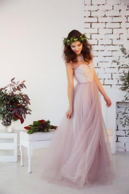 Образ невесты в розовом свадебном платье