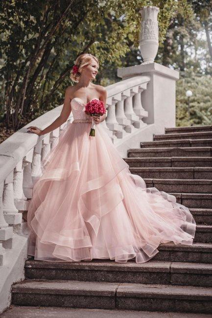 Ярко-розовый букет невесты