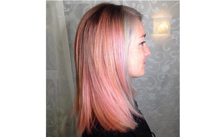 бледно-розовые волосы