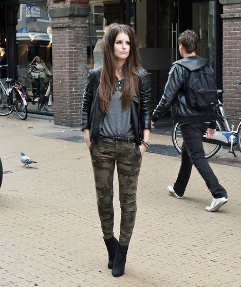 2550094_outfit_army_pants_leather_jacket_zara1