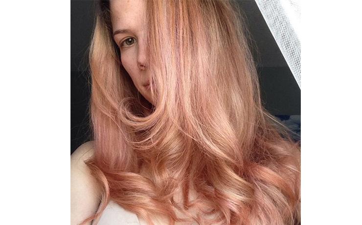 модный розовый блонд