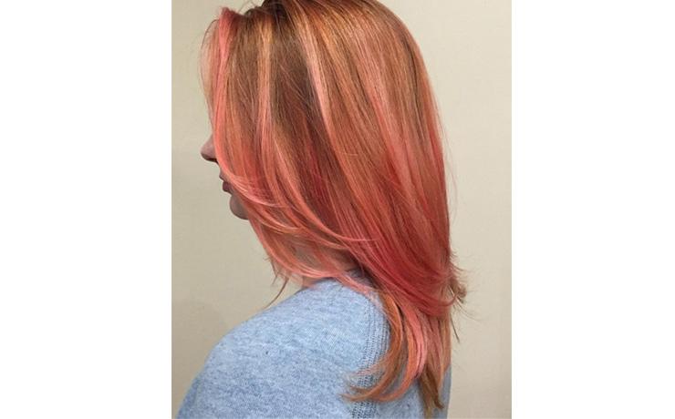 бледно розовые волосы фото