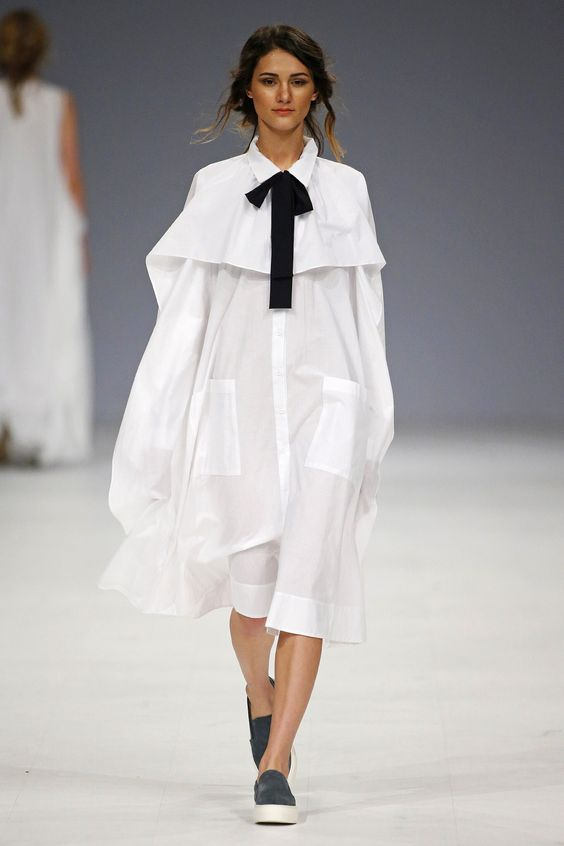 платье оверсайз со слипонами