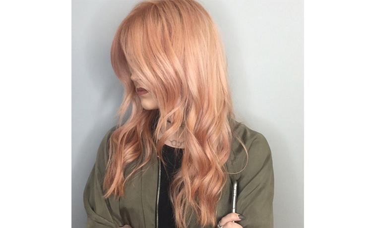 блонд срозовым отливом