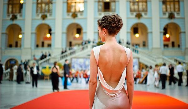 Женский вечерний образ по правилам дресс-кода. Фото с сайта differed.ru