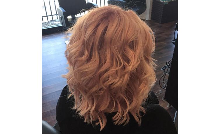 блонд срозовым оттенком