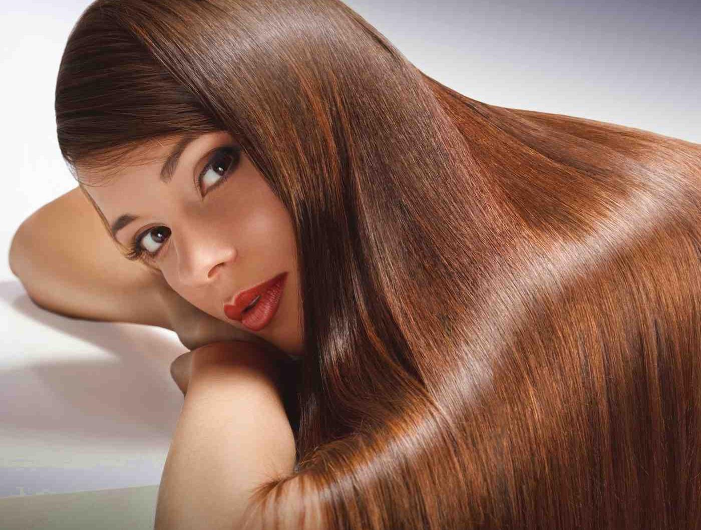 Девушка с шелковистыми волосами
