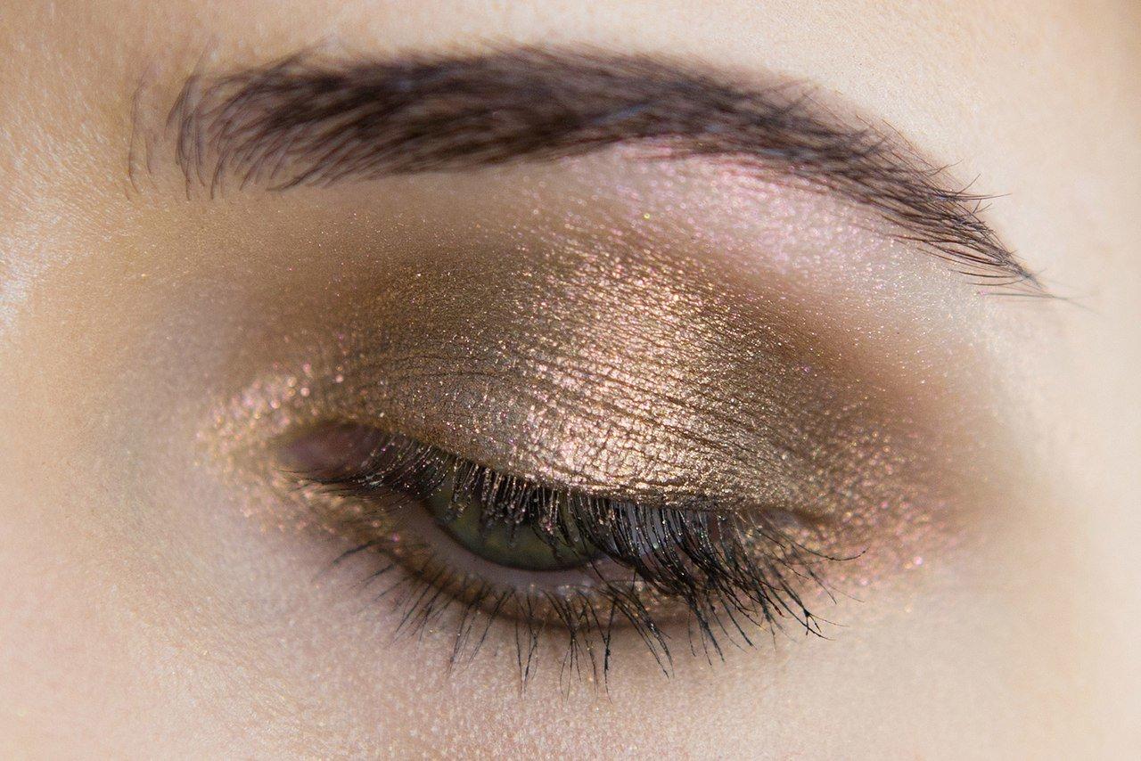 Золотистый вечерний макияж для зелёных глаз