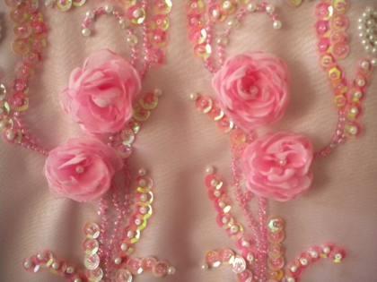 украшение новогоднего платья цветами