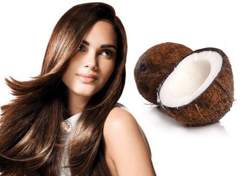 Красивая девушка и кокос