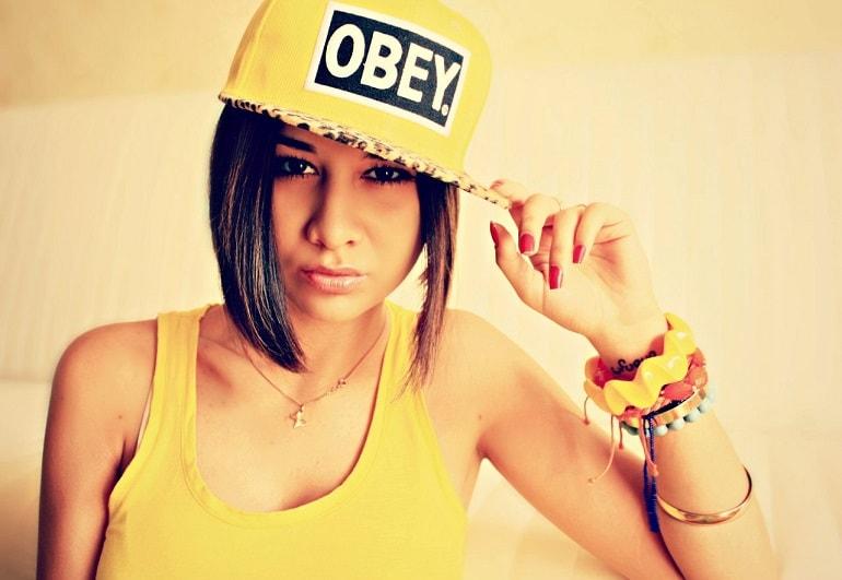 Желтый цвет в одежде психология