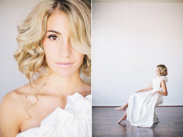 кружевное свадебное платье рыбка - причёска короткие волосы каре