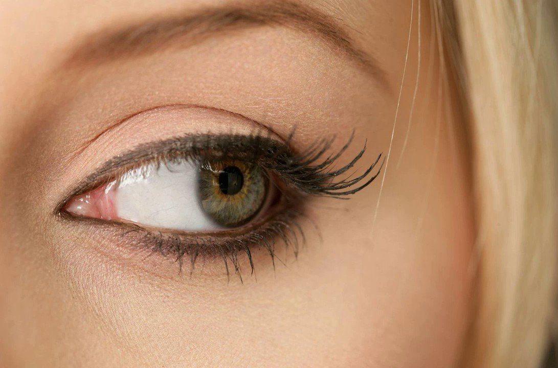 Нюдовый макияж для зелёных глаз