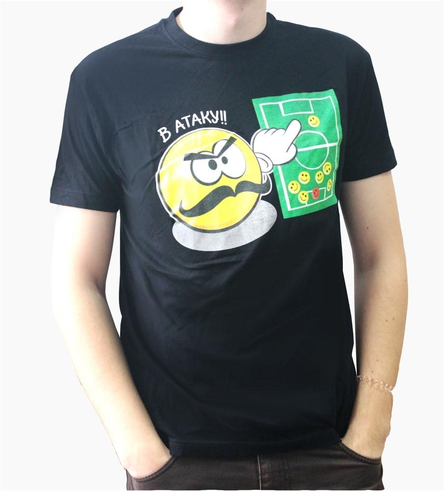черная футболка с футбольным принтом