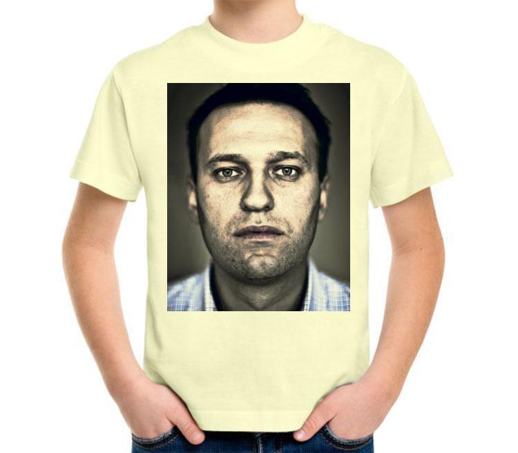 молочная футболка с портретом Навального