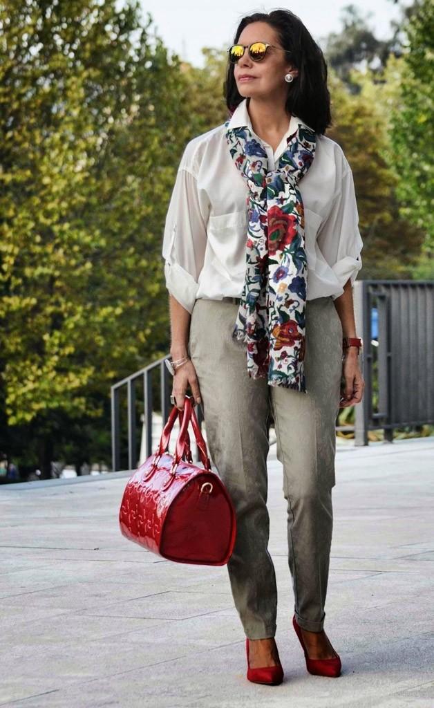 брюки серые под рубашку белую