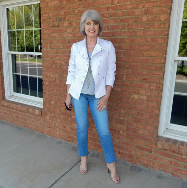 джинсы короткие синие под жакет белый
