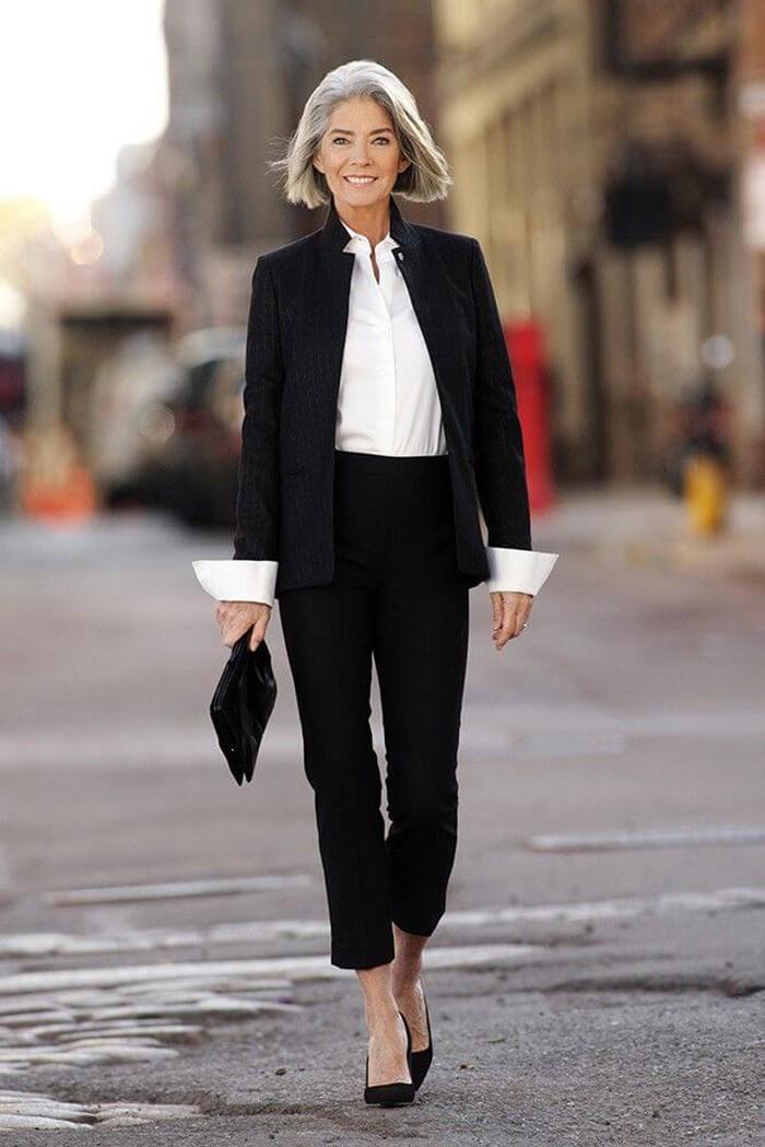 брючный костюм черный под белую рубашку