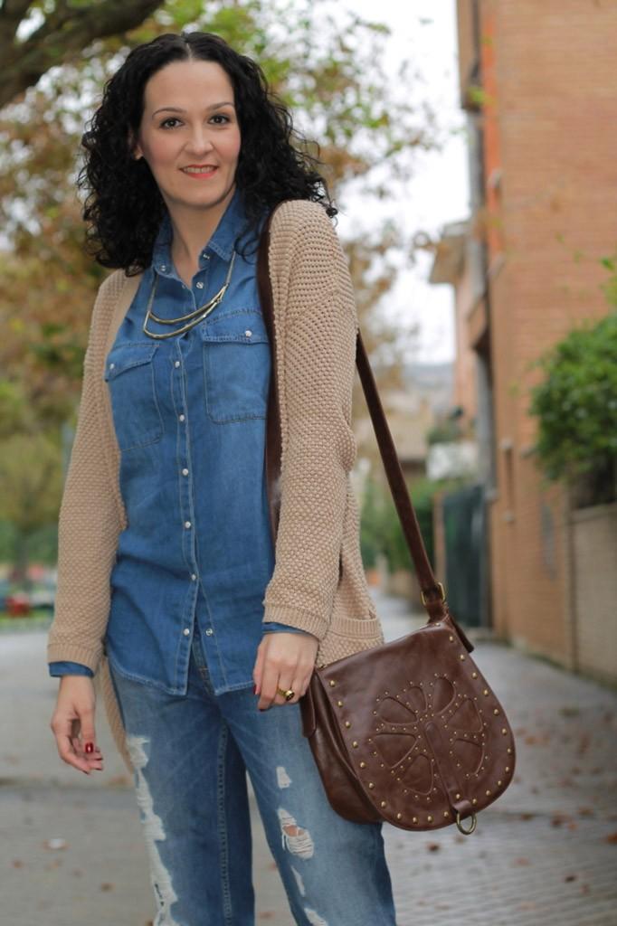 синие джинсы под рубашку джинсовую и кофту