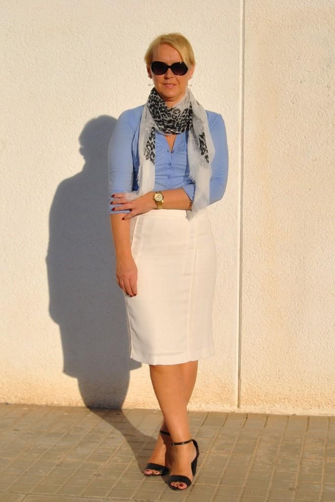 белая юбка под синюю рубашку