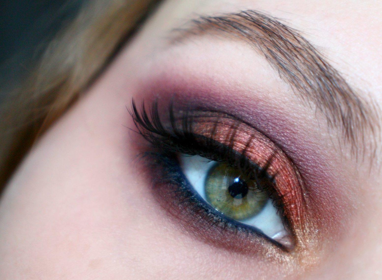 Фиолетово-оранжевые вечерний макияж для зелёных глаз