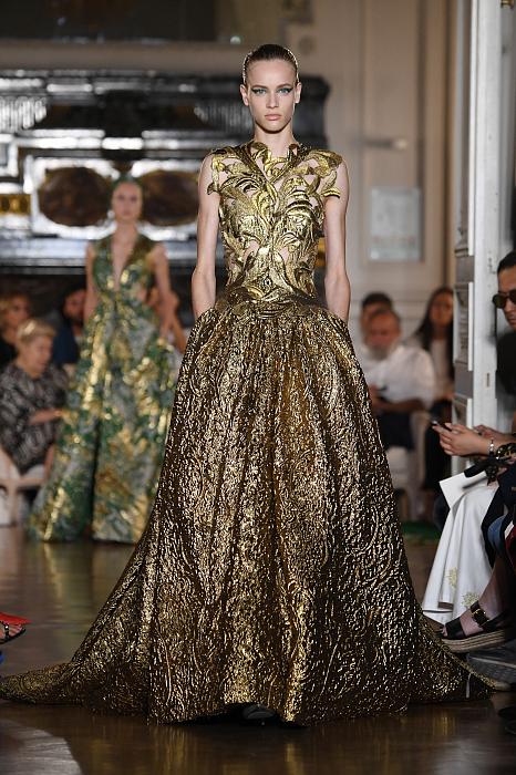 Все подробности показа Valentino Haute Couture 2018/2019 фото № 7