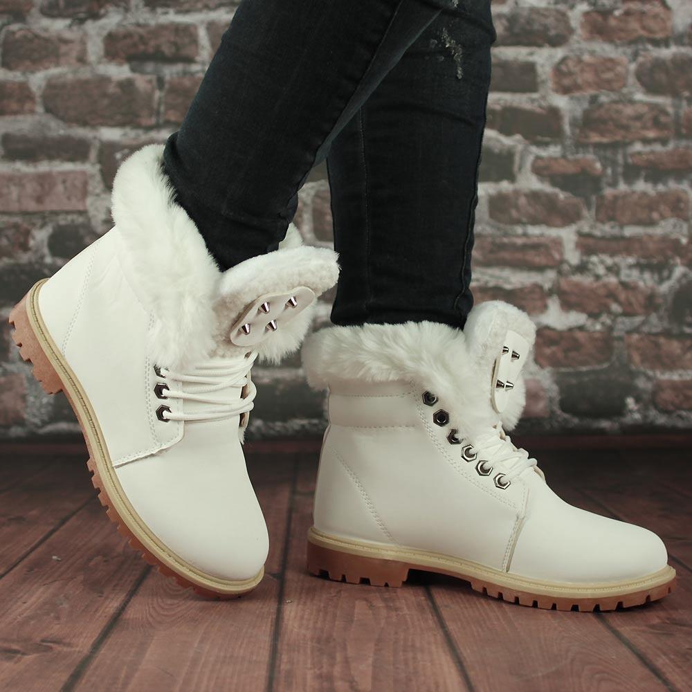 Белые ботинки с мехом