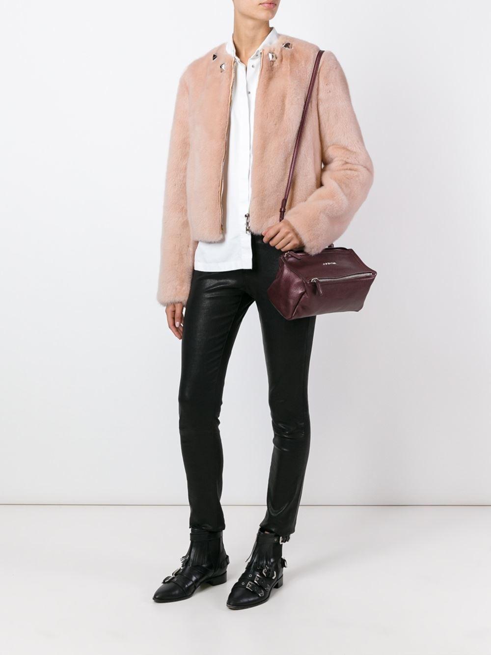 модная шубка бледно розового цвета