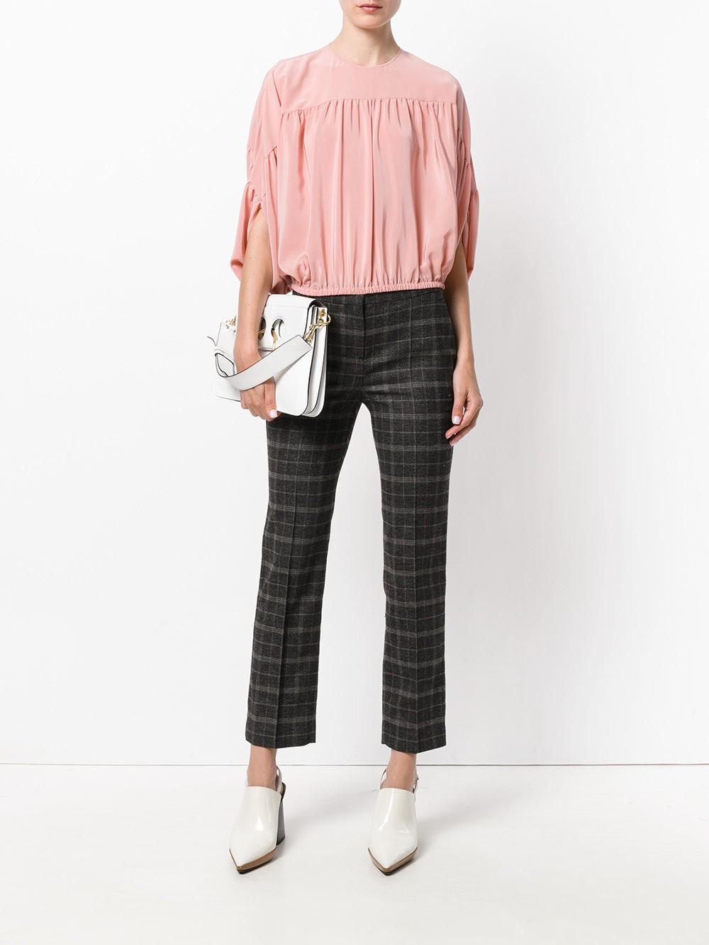 модная блузка бледно розового цвета