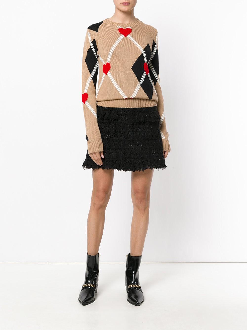 модный свитер цвета кофе со льдом