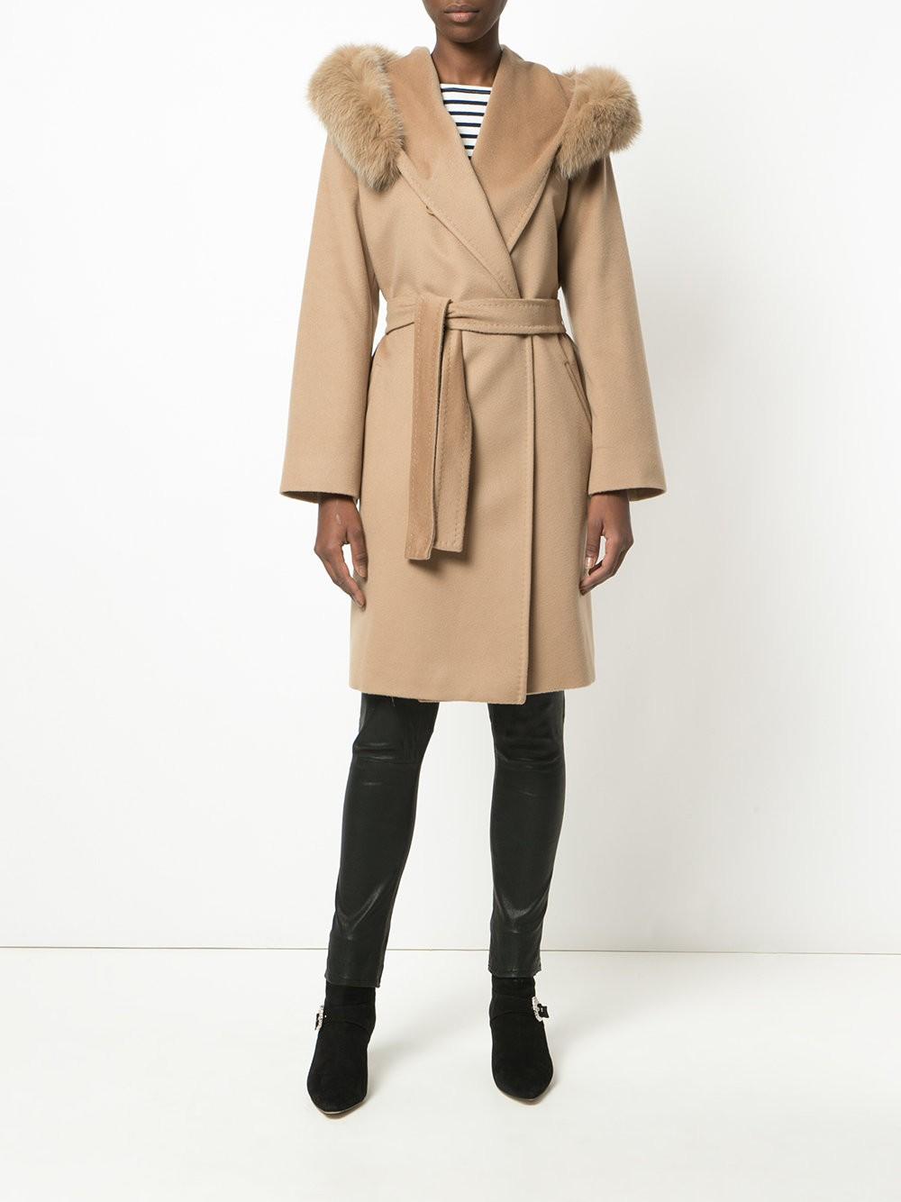 модное пальто с мехом цвета кофе со льдом