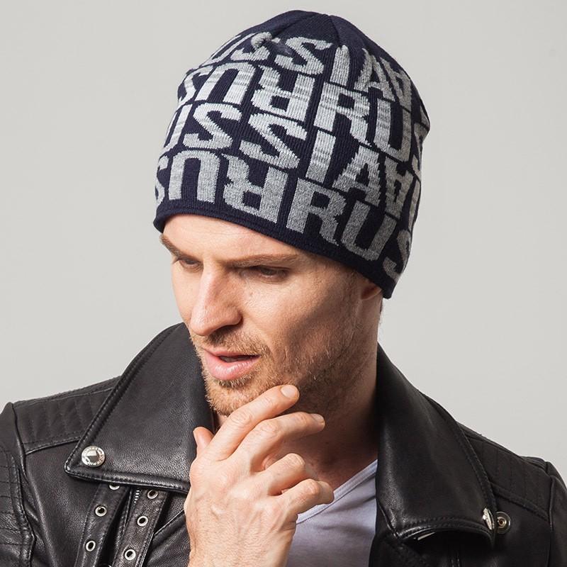 мужские головные уборы зима 2019-2020: трикотажная шапка синяя в надписи