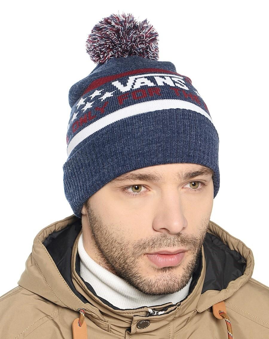 мужские головные уборы зима 2019-2020: шапка вязаная с надписями с бубоном