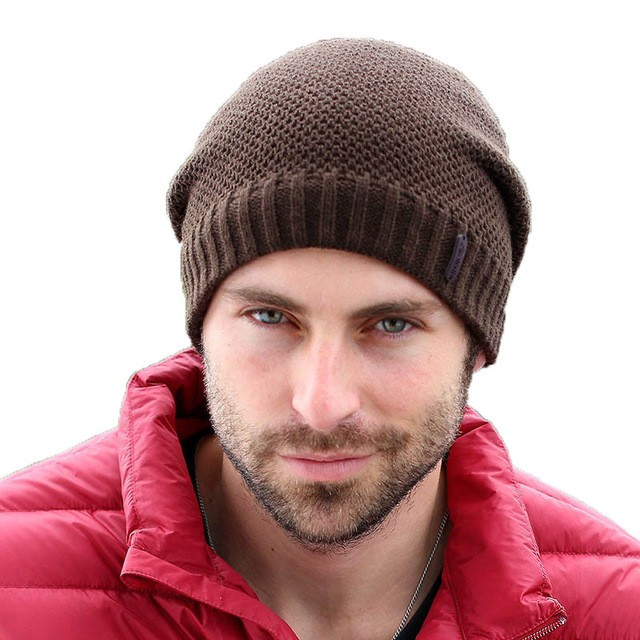 мужские головные уборы зима 2019-2020: вязанная шапка коричневая