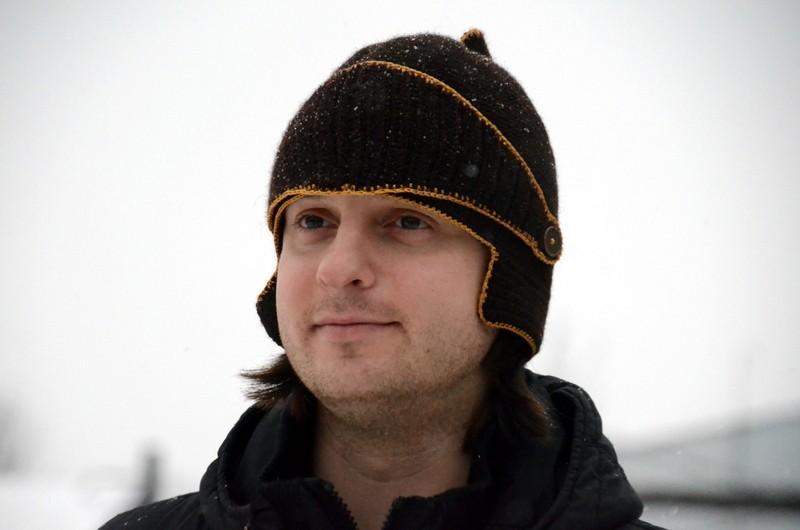 мужские головные уборы зима 2019-2020: шапка а-ля римская черная