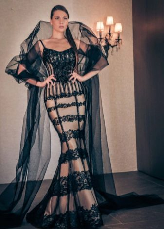 Вечернее платье в пол с накидкой