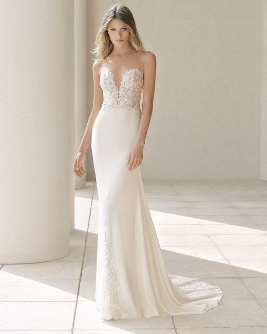 Свадебное платье с вырезом в зоне декольте
