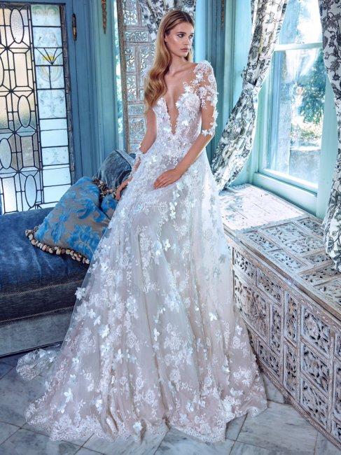 Украшение платья цветами