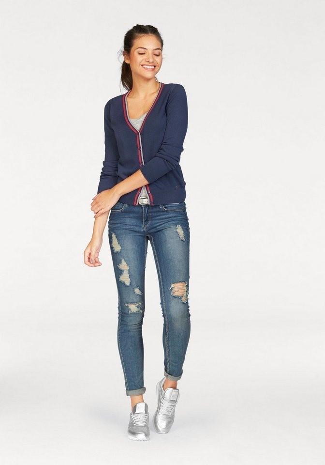 лук весна лето с кроссовками и джинсами