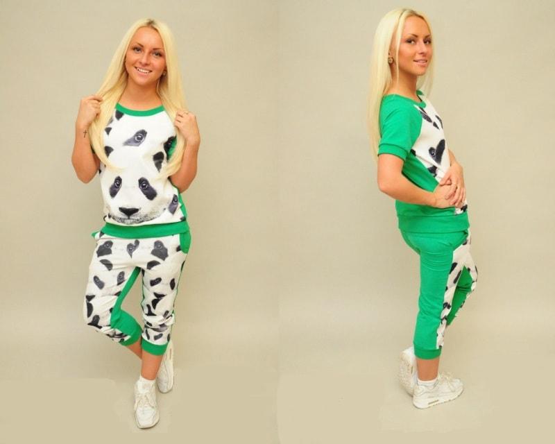 яркий костюм с молыми пандами